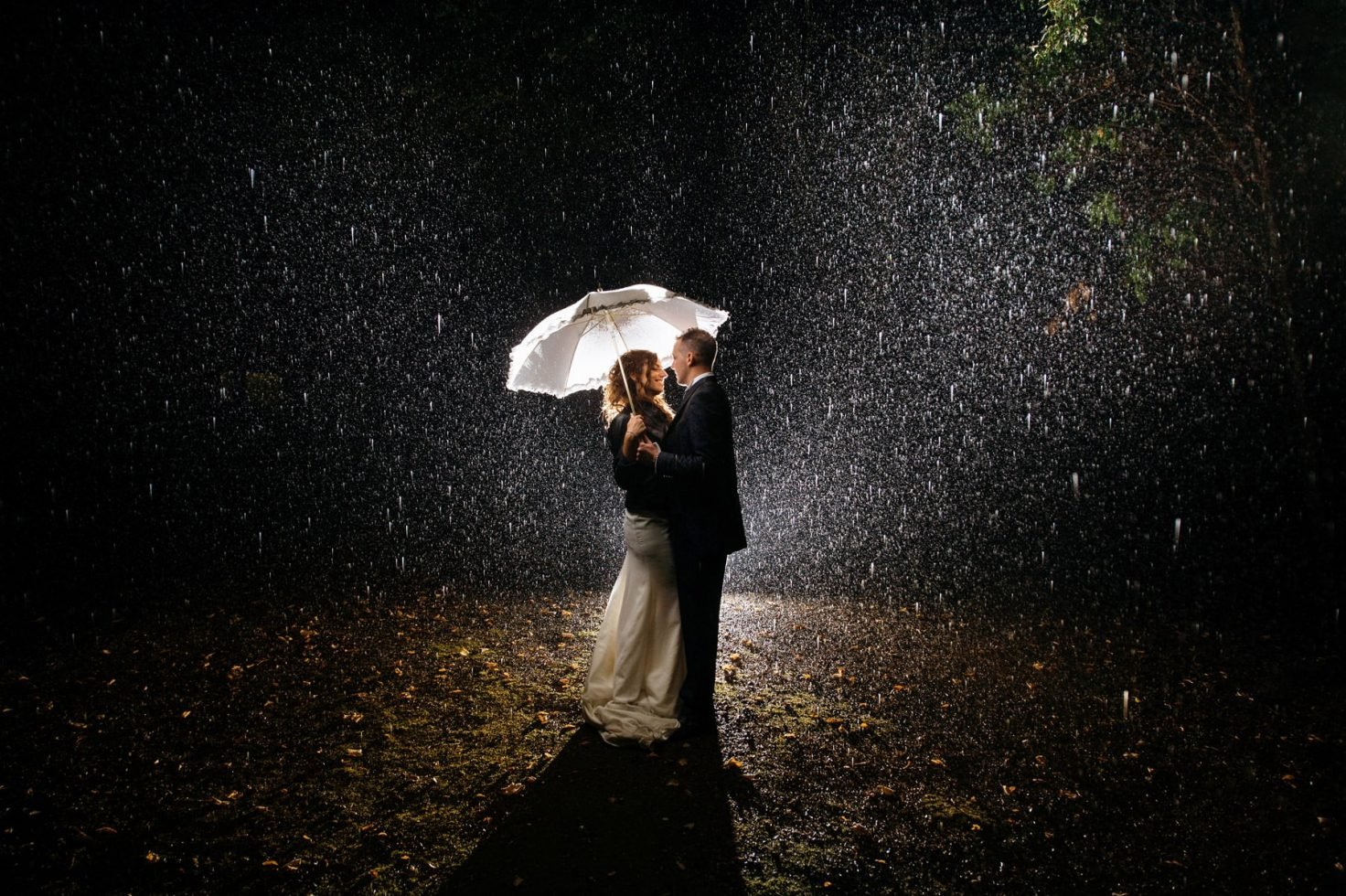 fotografia-di-matrimonio-sotto-la-pioggia