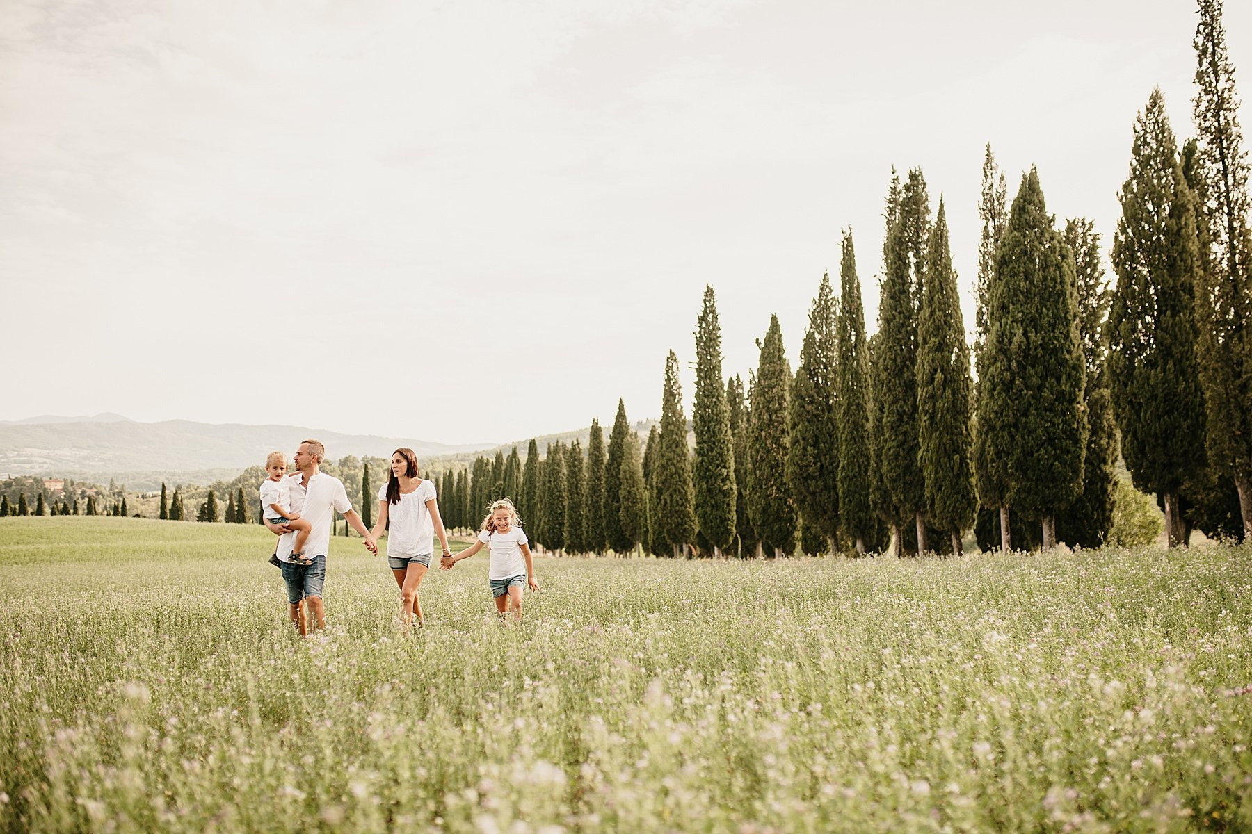family photography in tuscany mugello