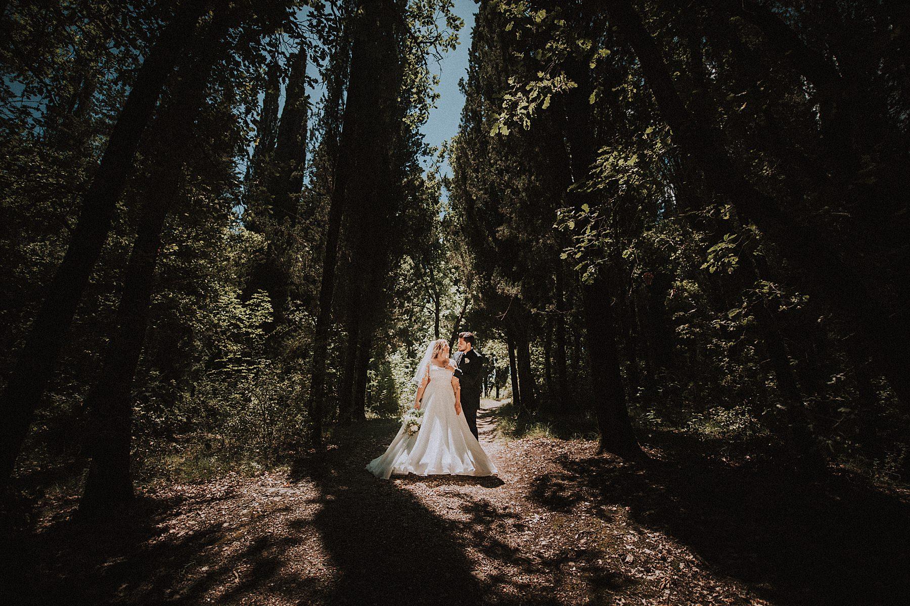 foto sposi nel bosco toscana