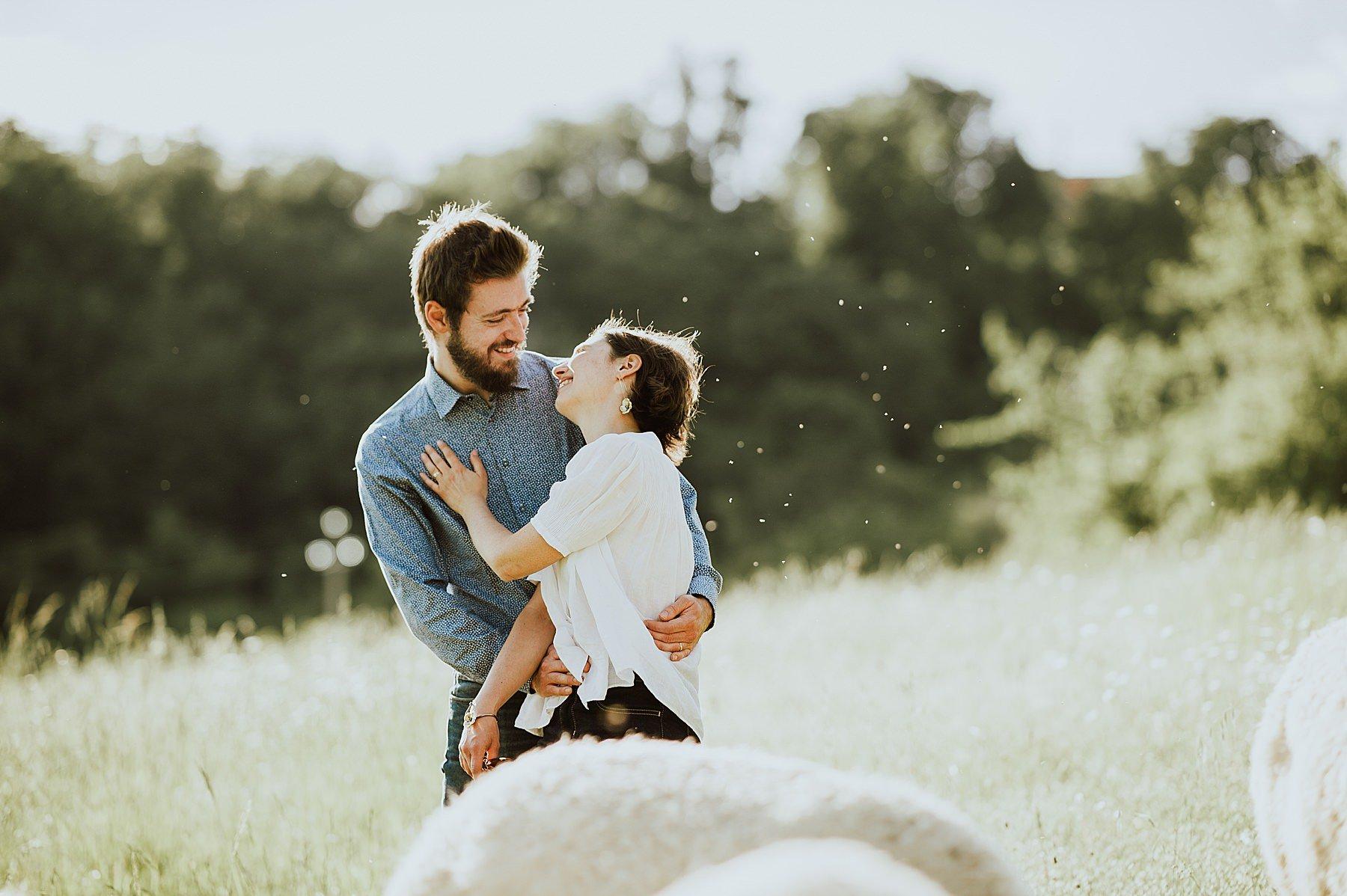 servizio fotografico di coppia con gli alpaca in mugello