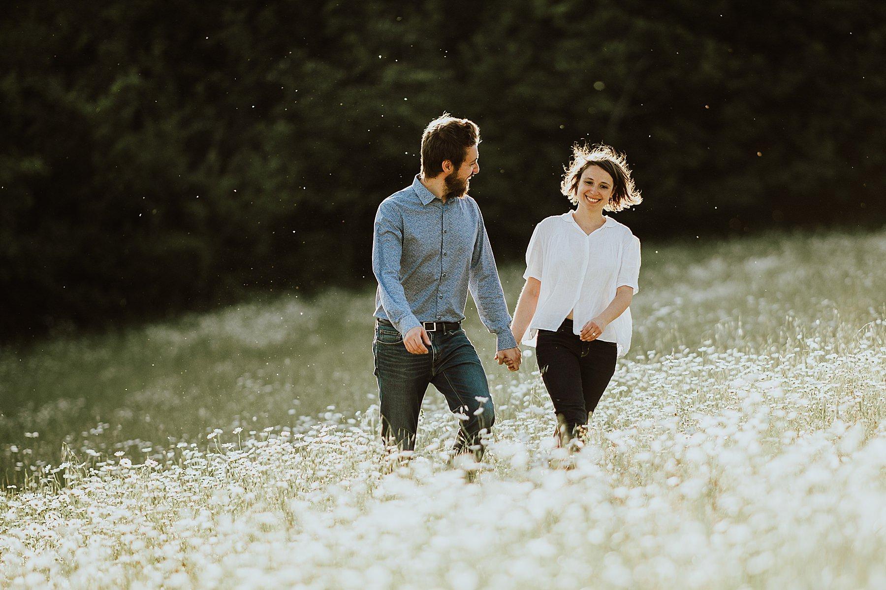 shooting fotografico di coppia romantico naturale