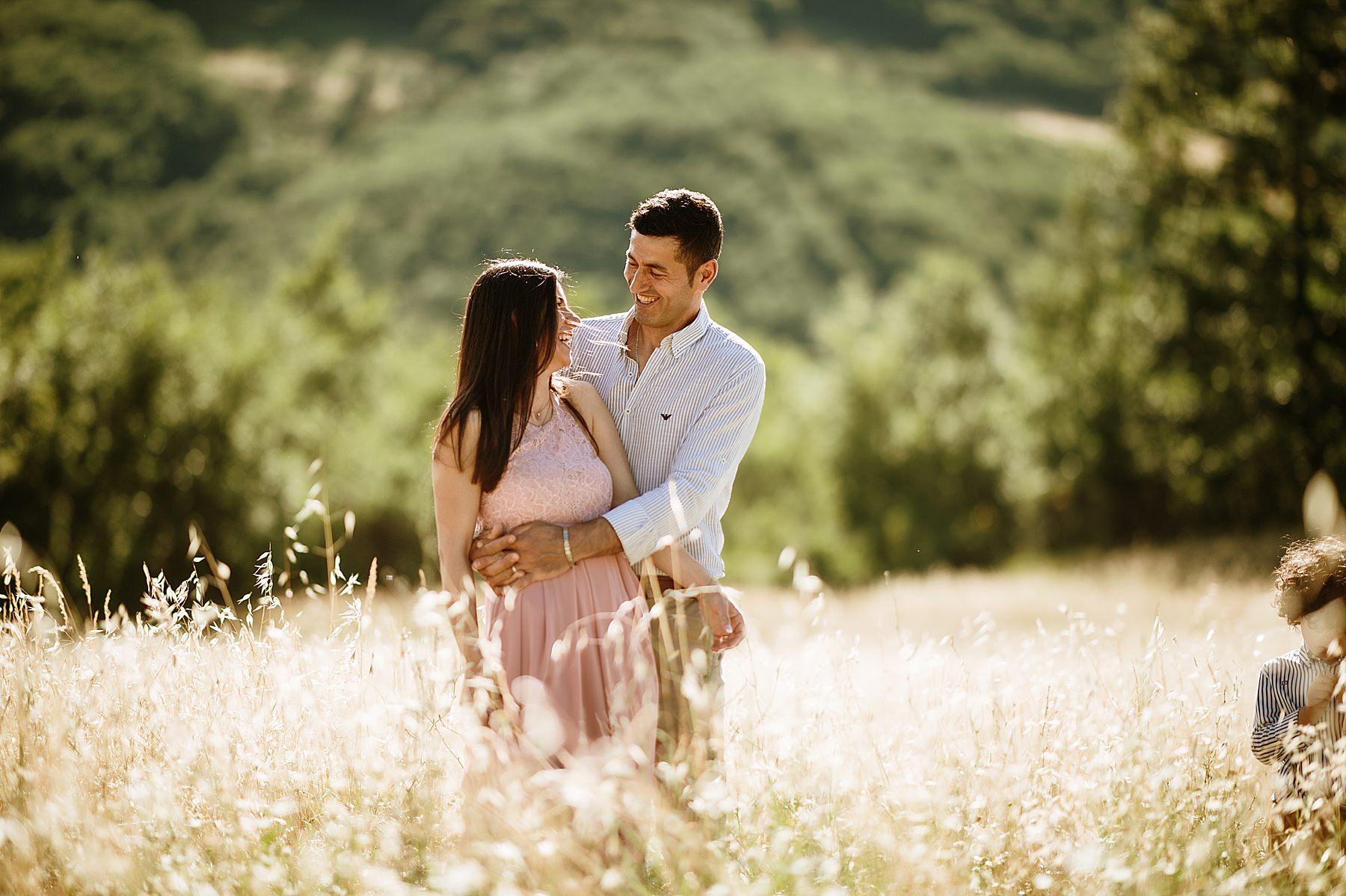 momento romantico tra moglie e marito