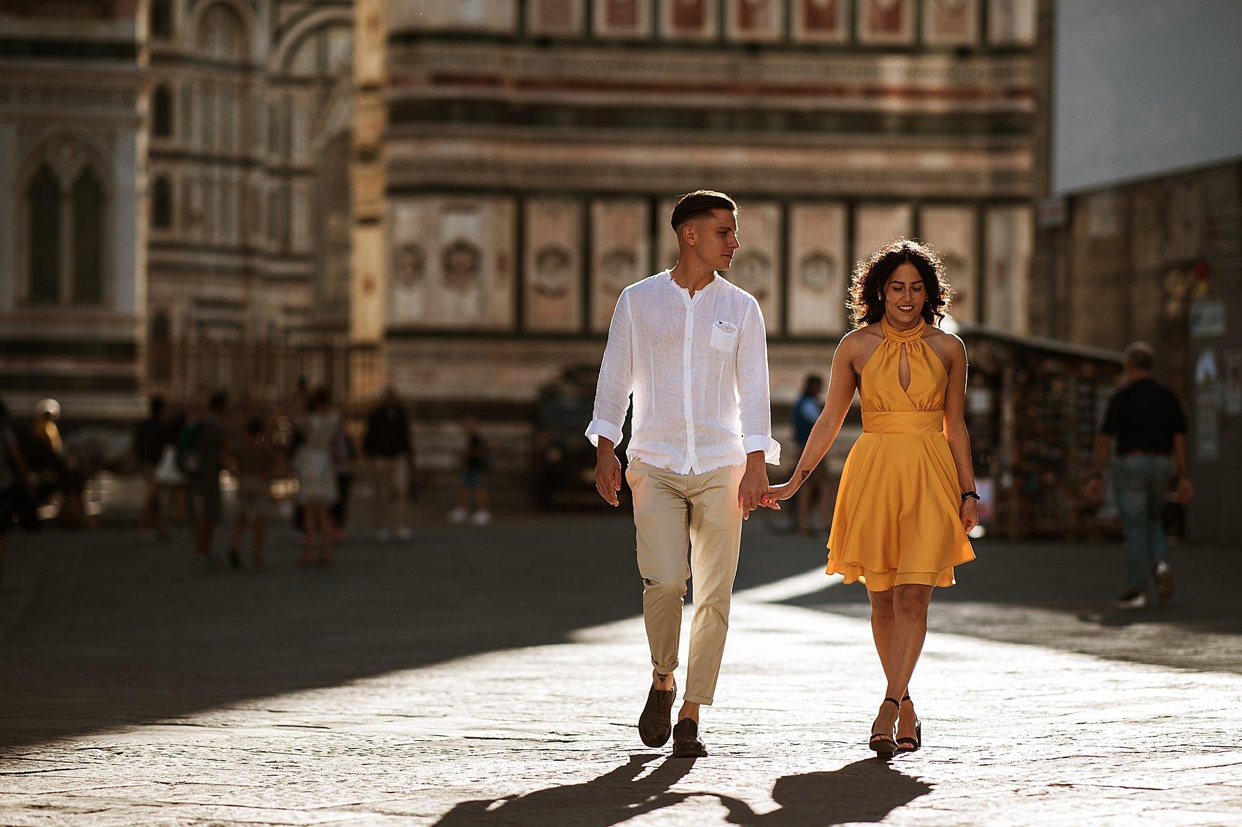 foto di coppia firenze in centro piazza duomo