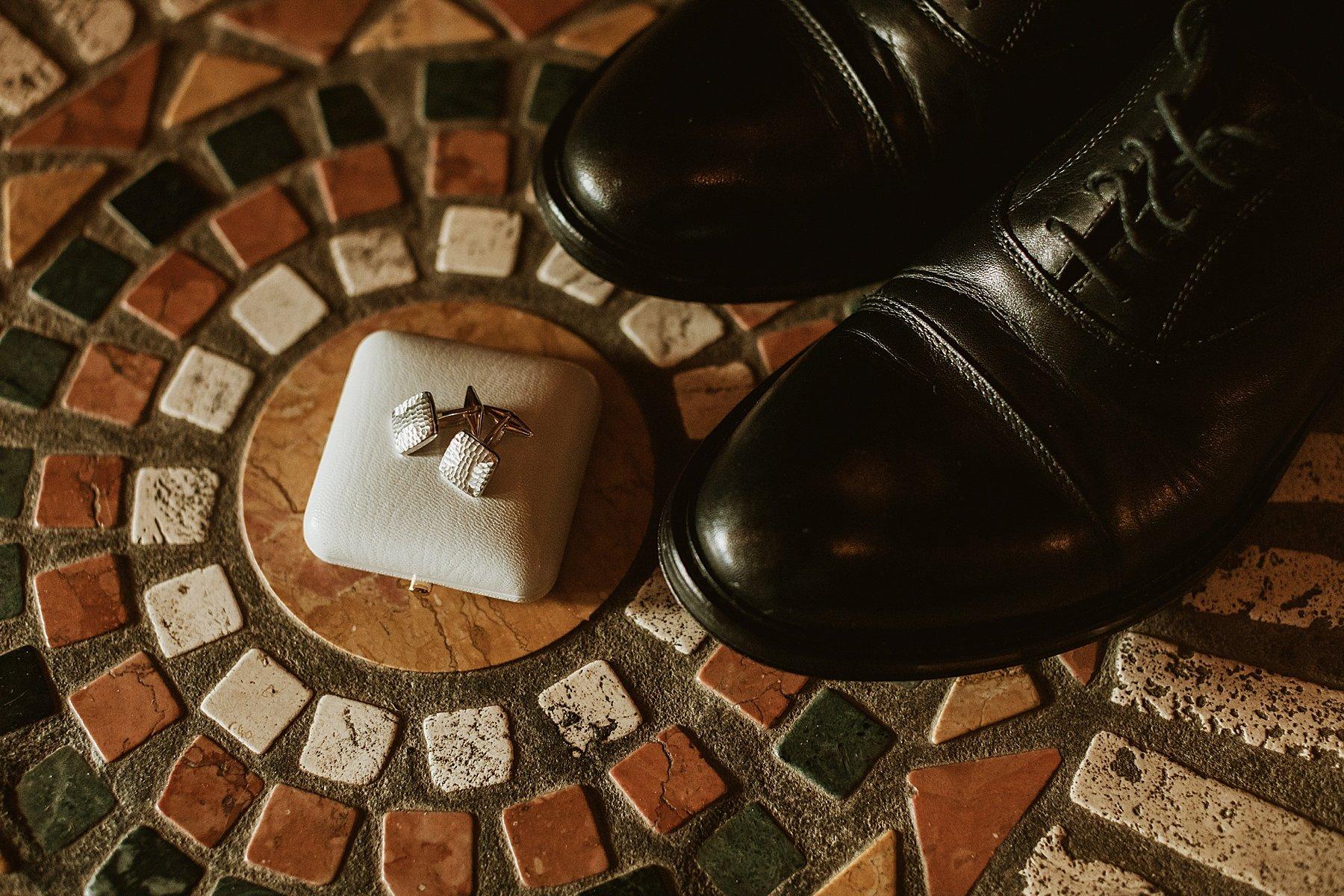 scarpe e gemelli sposo